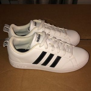 Adidas Advantage Stripe size 6 WORN ONCE